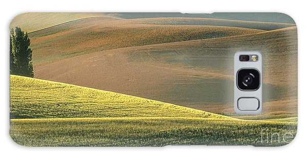 Lone Tree In The Palouse  Galaxy Case by Sandra Bronstein