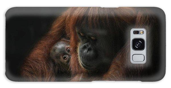 Orangutan Galaxy Case - loving her Baby by Joachim G Pinkawa