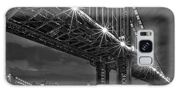 Manhattan Bridge Frames The Brooklyn Bridge Galaxy Case