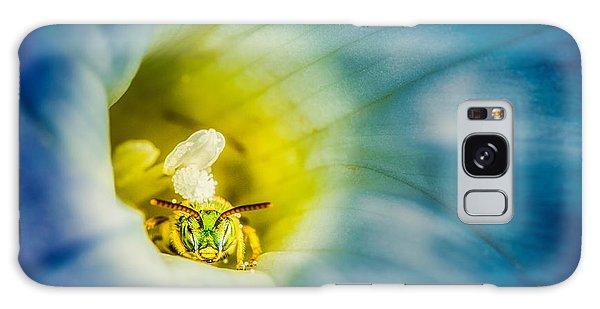 Metallic Green Bee In Blue Morning Glory Galaxy Case