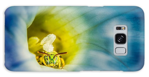 Metallic Green Bee In Blue Morning Glory Galaxy Case