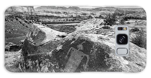 Moab Maiden Petroglyph - Black And White - Utah Galaxy Case