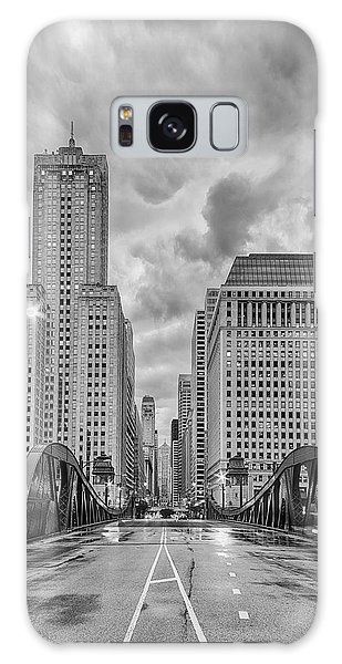 Monochrome Image Of The Marshall Suloway And Lasalle Street Canyon Over Chicago River - Illinois Galaxy S8 Case