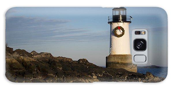 Moonrise Over Fort Pickering Lighthouse Salem Ma Winter Island Wreath Galaxy Case