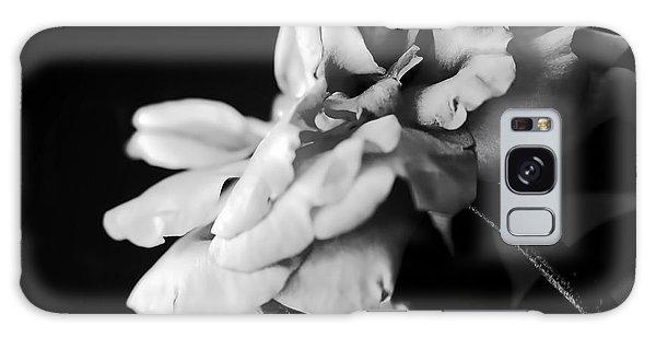 Moss Rose I Galaxy Case