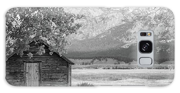 Galaxy Case featuring the photograph Moulton Homestead - Granary by Colleen Coccia