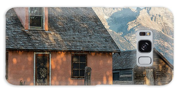 Galaxy Case featuring the photograph Moulton Homestead - Pink House At Morning Light by Colleen Coccia