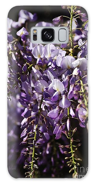 Natural Wisteria Bouquet Galaxy Case