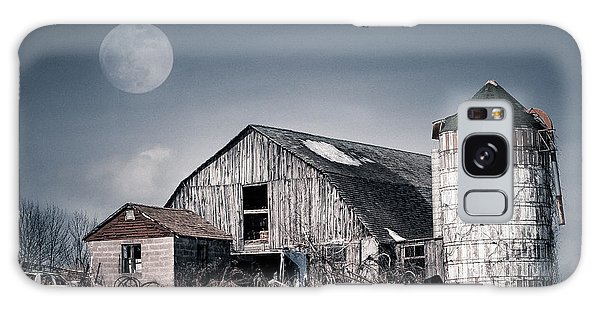Old Barn And Winter Moon - Snowy Rustic Landscape Galaxy Case