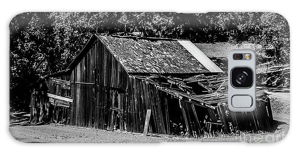 Old Barn River Road Sonoma County Black And White Galaxy Case