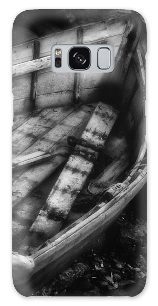 Old Boat Stonington Maine Black And White Galaxy Case