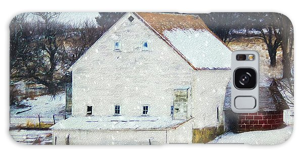 Old White Barn In Snow Galaxy Case