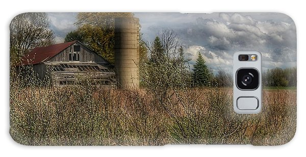 0034 - Old Wooden Barn And Silo Galaxy Case