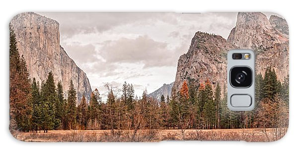 Panoramic View Of Yosemite Valley From Bridal Veils Falls Viewing Point - Sierra Nevada California Galaxy Case