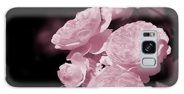Peacock Pink Cabbage Roses On Black Galaxy Case