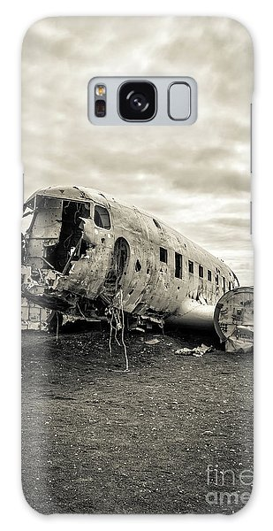 Galaxy Case featuring the photograph Plane Crash Iceland by Edward Fielding