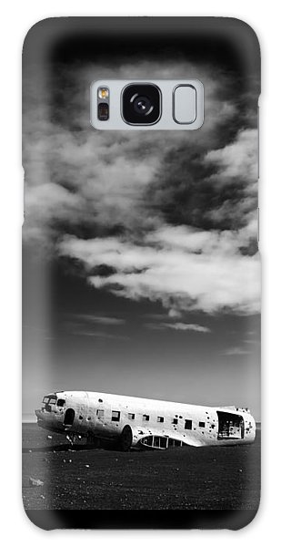 Galaxy Case featuring the photograph Plane Wreck Black And White Iceland by Matthias Hauser