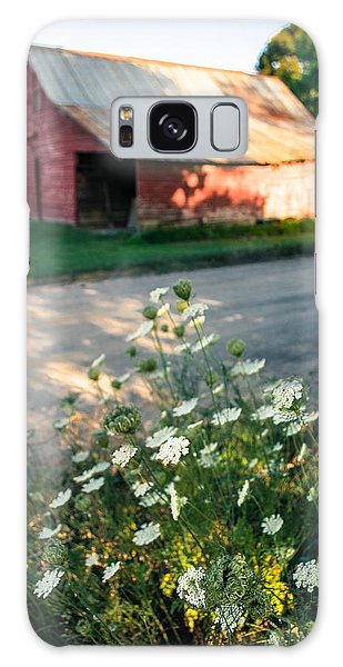 Queen Anne's Lace By The Barn Galaxy Case