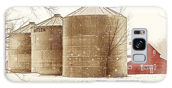 Red Barn In Snow Galaxy Case