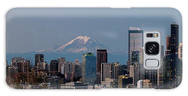 Seattle-mt. Rainier In The Morning Light .1 Galaxy Case