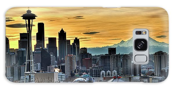 Seattle Skyline - Mt Rainier Galaxy Case