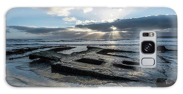 Shipwreck And Sun Rays Galaxy Case