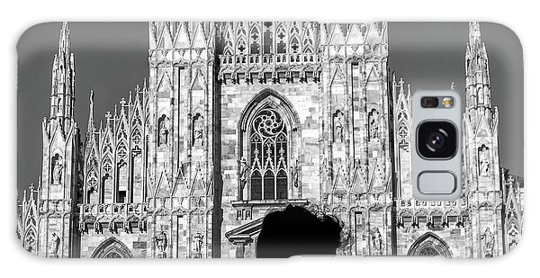 Silhouette Of Young Couple Kissing In Front Of Milan's Duomo Cathedral Galaxy Case