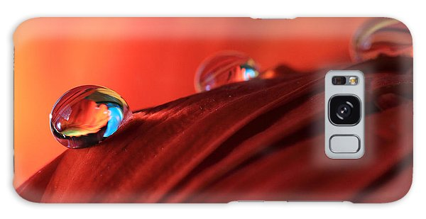 Soft Red Petals With Water Drops Galaxy Case