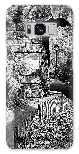 Stone Arch In The Ramble Of Central Park - Bw Galaxy Case