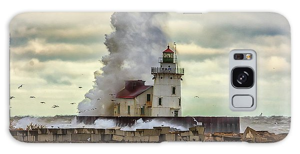 Storm Waves At The Cleveland Lighthouse Galaxy Case