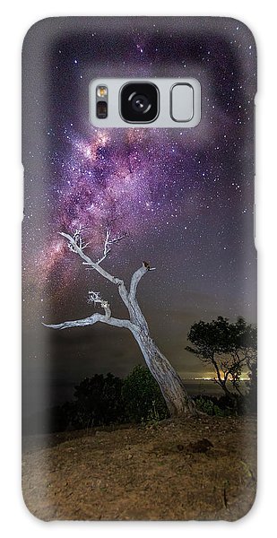 Striking Milkyway Over A Lone Tree Galaxy Case