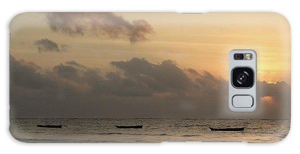 Exploramum Galaxy Case - Sunrise On The Beach With Wooden Dhows by Exploramum Exploramum