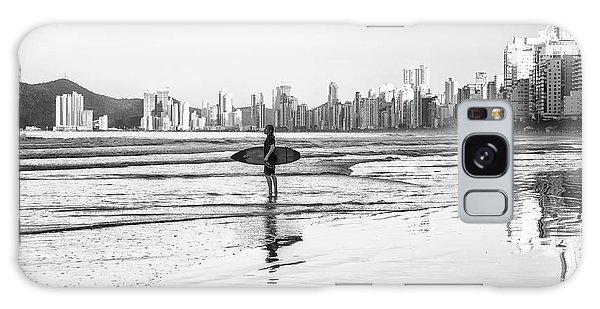 Surfer On The Beach Galaxy Case