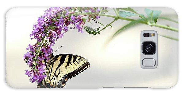 Swallowtail On Purple Flower Galaxy Case