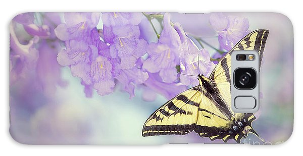 Swallowtail On Purple Flowers Galaxy Case
