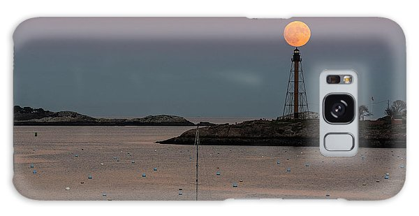 The 2016 Supermoon Balancing On The Marblehead Light Tower In Marblehead Ma Galaxy Case