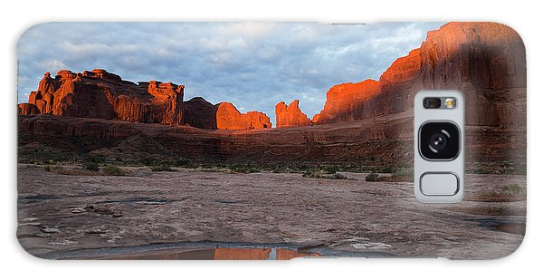The Color Of Sunrise In Arches Galaxy Case