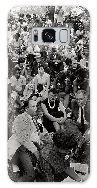 March On Washington Galaxy Case - The March On Washington   A Crowd Of Seated Marchers by Nat Herz