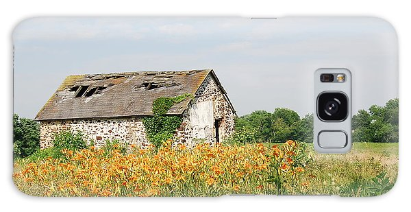 The Old Barn In Moorestown Galaxy Case by Jan Daniels