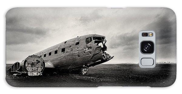 Airplane Galaxy S8 Case - The Solheimsandur Plane Wreck by Tor-Ivar Naess