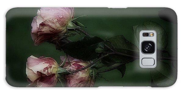 Three Romantic Roses Galaxy Case