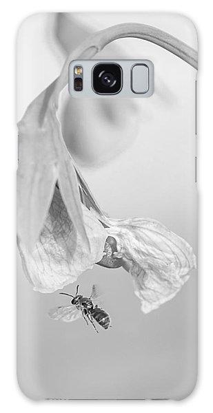 Tiny Bee Around Tiny Pea Galaxy Case by Len Romanick