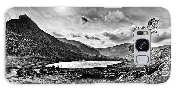 Tryfan And Llyn Ogwen Galaxy Case by Beverly Cash