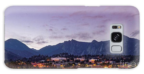 Twilight Panorama Of Estes Park, Stanley Hotel, Castle Mountain And Lumpy Ridge - Rocky Mountains  Galaxy Case