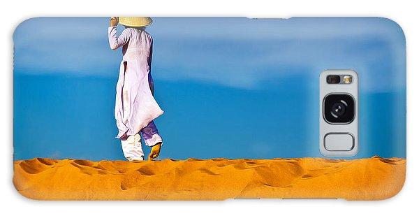 Vietnamese Woman In The Red Sand Dunes Mui Ne Vietnam Galaxy Case