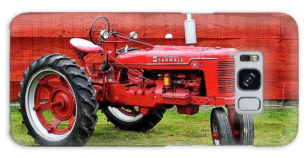 Vintage Farmall Tractor With Barnwood Galaxy Case