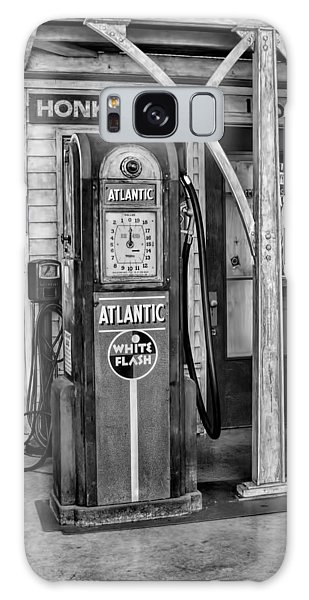 Vintage Gas Station Bw Galaxy Case