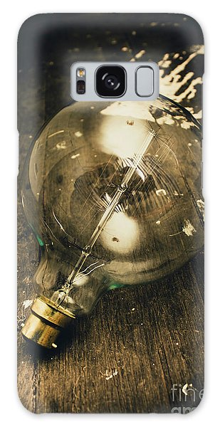 Close Up Galaxy Case - Vintage Light Bulb On Wooden Table by Jorgo Photography - Wall Art Gallery