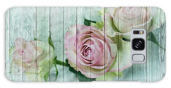 Vintage Shabby Chic Pink Roses On Wood Galaxy Case