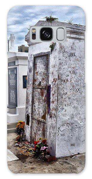 Voodoo Galaxy Case - Voodoo Queen Marie Laveau's Tomb by Bill Cannon